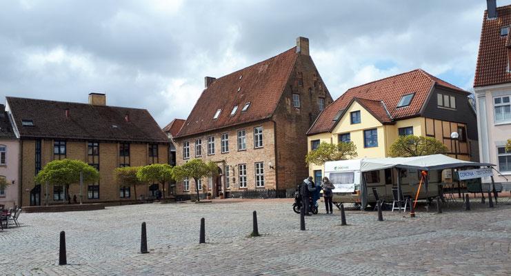 Rathausmarkt mit mobilen Corona-Test-Stand