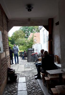 Schöne Biergärten, Terrassen im Hof