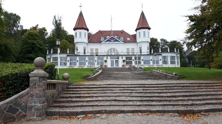 Varna Pavillon, erbaut 1908. Heute ein gehobenes Lokal mit Blick auf die Bucht