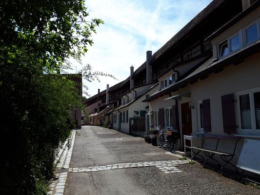 Wohnen an der Stadtmauer mit großer Bandbreite,  von Notunterkunft  bis sehr chic