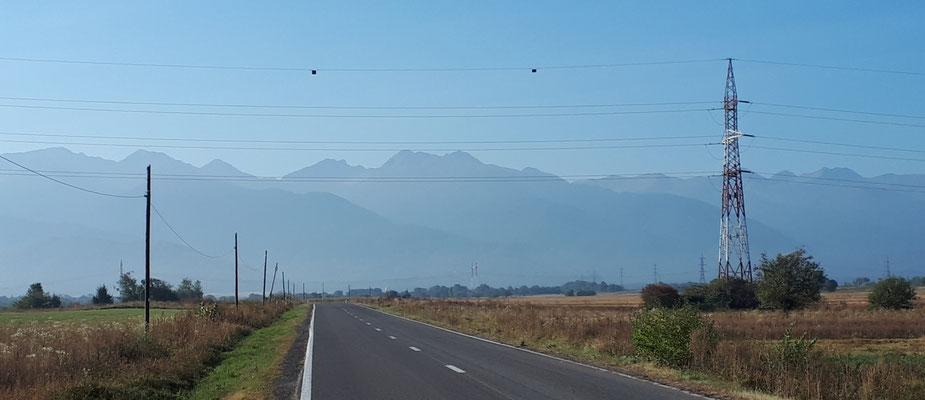 Über dieses Gebirge wollten wir eigentlich fahren, den Transfăgăraş-Pass