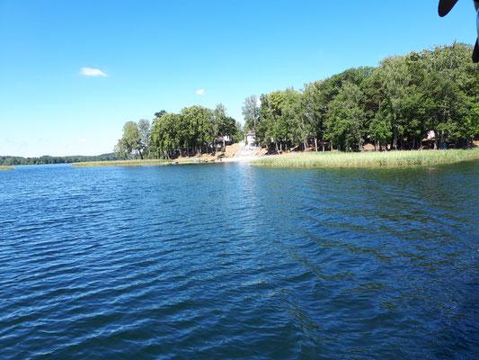 Der Campingplatz vom See aus betrachtet