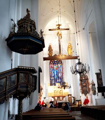 Altar der Marienkirche. Due Kirche fasst 20.000 Menschen