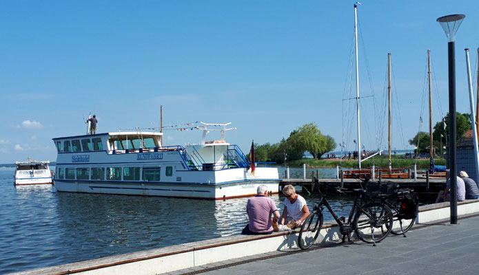 Ausflugsschiff zur Insel Wilhelmstein