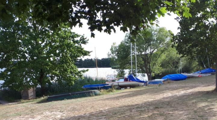 Boote am See. Von hier aus geht's über den Elbe-Havel-Kanal direkt auf die Elbe