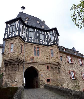 Kanzleitor von 1497, Eingang zum Schlossgelände