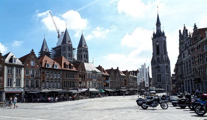 Blick auf Kathedrale und Belfried