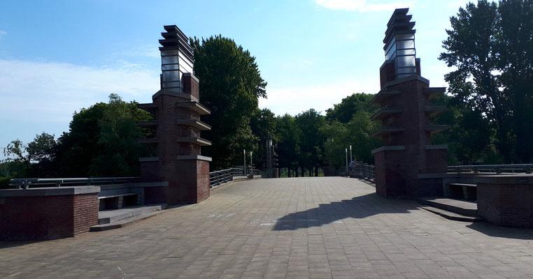 Durch den kleinen Park Richtung Schelde