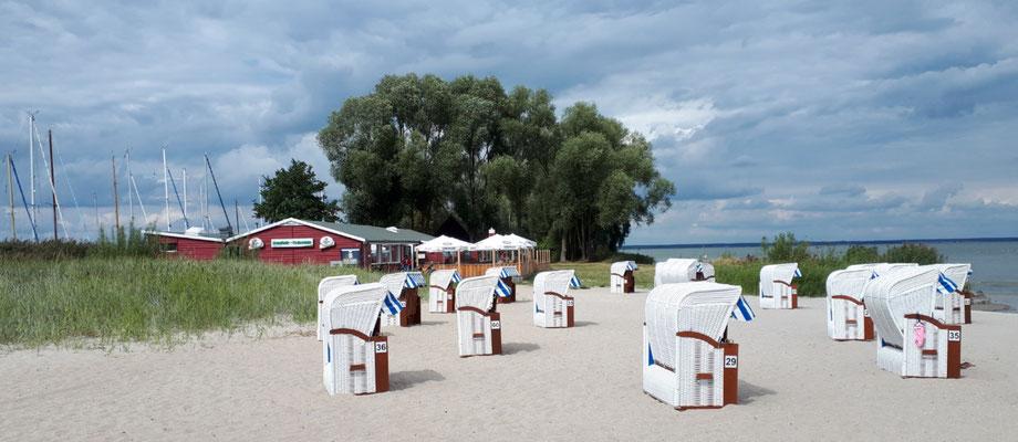 Am Strand mit Restaurant