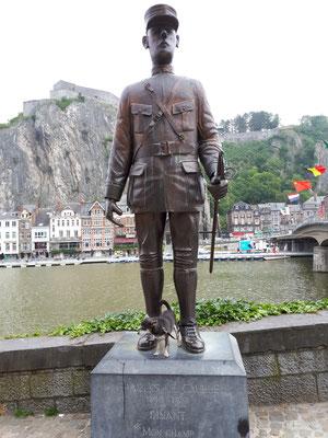 Barny besucht Charles De Gaulle