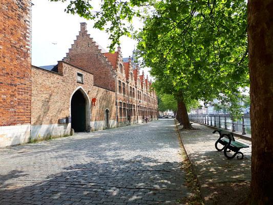 Straße in die Altstadt