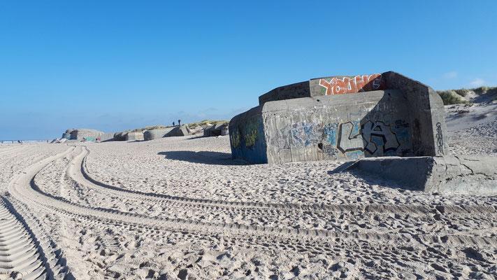 unglaublich, militärisch völlig sinnlose Bunkeranlagen in die Dünen gesetzt