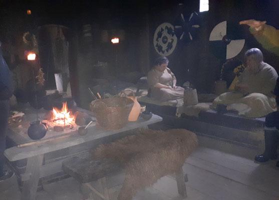 Leben und arbeiten im Langhaus am offenen Feuer