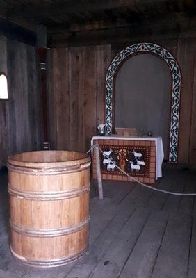 Altar und Taufbecken in Ansgars Kirche