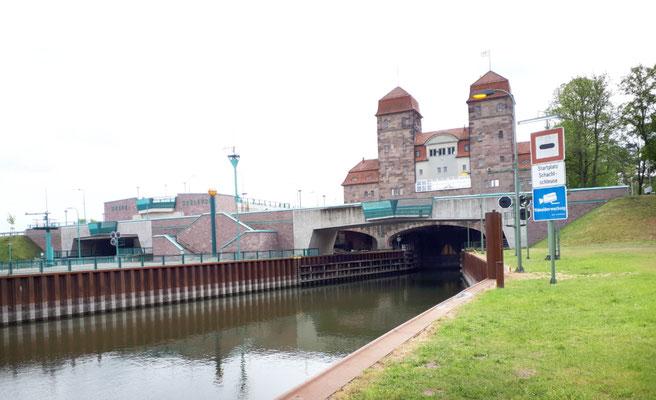 Die Schachtschleuse am Wasserstrassenkreuz