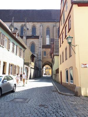 Durchfahrt durch die Kirche