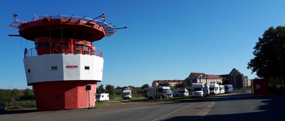 Wir stehen auf dem Havencamp/Havenhostel. Bewacht von einem ehemaligen Leuchtturmkopf