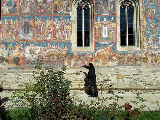 Schwester Tatjana erklärt das göttlich Univerdum