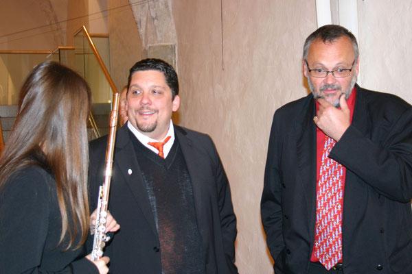 Musiker vor der Veranstaltung: v.li.n.r.: Caolin Ratzinger (Flöte), Daniel Fischer (Klavier). Gerhard Stritzl (Komponist)