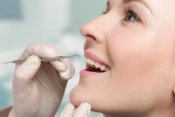 Professionelle Zahnreinigung für die Gesunderhaltung von Zähnen und Zahnfleisch