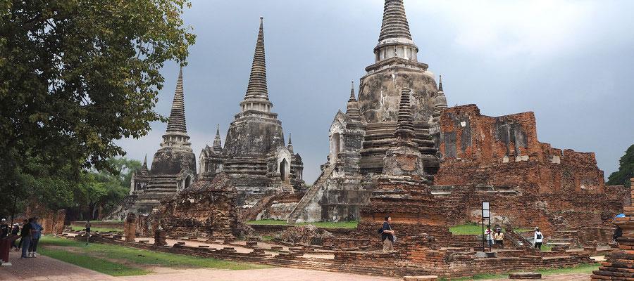TThe 3 famous stupas of Wat Prasri Sanphet