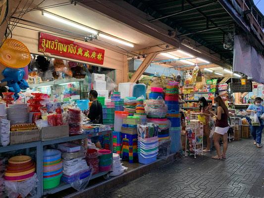 Tha Dindaeng Market