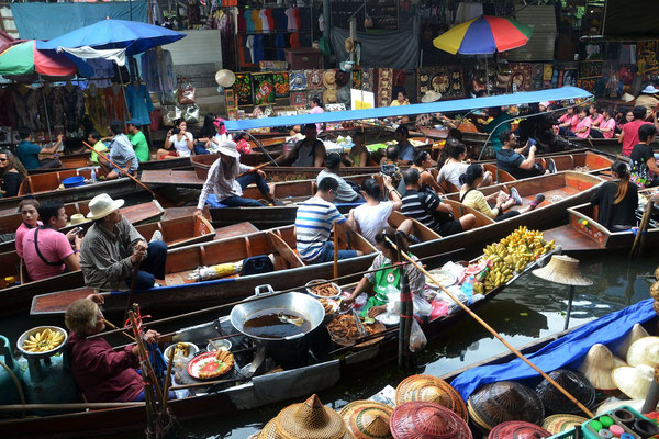 Central Thailand is famous for the colorfull Floating Markets