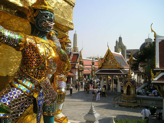 The Royal Palace in Bangkok is a must see attraction on every Central Thailand Tour