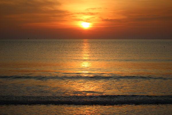 Sunbdown at Hua Hin Beach