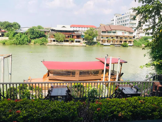 Lunch at Raan Tha Luang by River