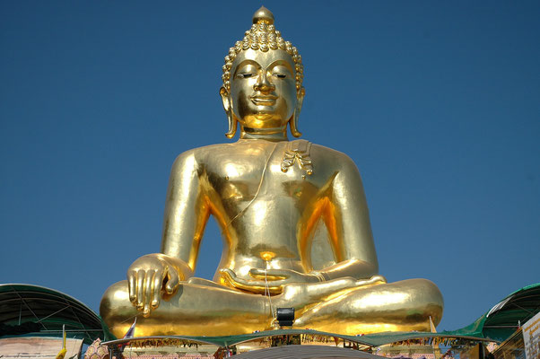 Golden Buddha Statue overlooking the golden Triangle