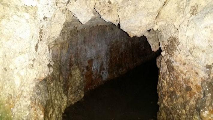 Entrée de l'acqueduc en pierre