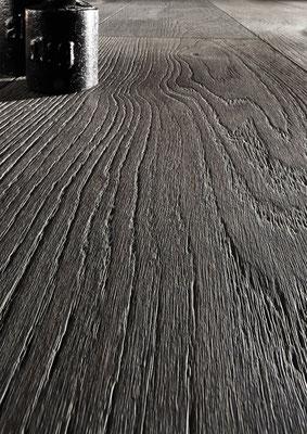 545 LDX E7479 Eiche lava strukturiert