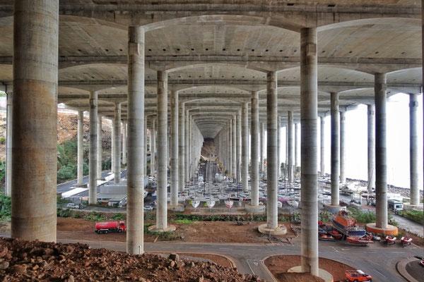 Der Hafen unter dem Flughafen