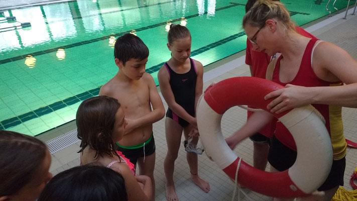 Rettungsschwimmen mit dem DLRG