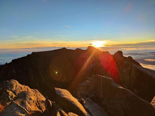 Am Gipfel des Mount Kinabalu zum Sonnenaufgang, Sabah, Borneo, Malaysia