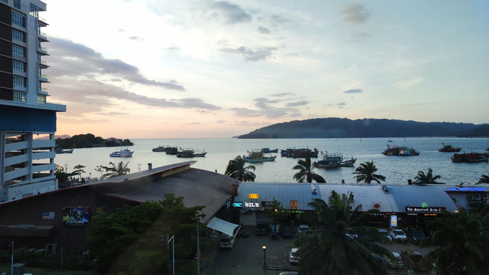 Sonnenuntergang von meinem Hostel in Kota Kinabalu, Sabah, Borneo, Malaysia