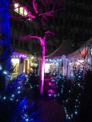 Bogenhauser Weihnachtszauberwald: Glühweinstand und Ausleuchtung des ganzen Marktes (2013)