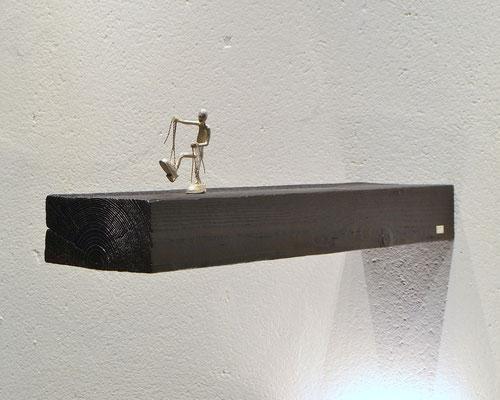 skulptur  too big av Holger Schulz Småland Sverige silver och trä