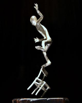 Balance Skulptur aus Silber und Holz von Künstler Holger Schulz Schweden