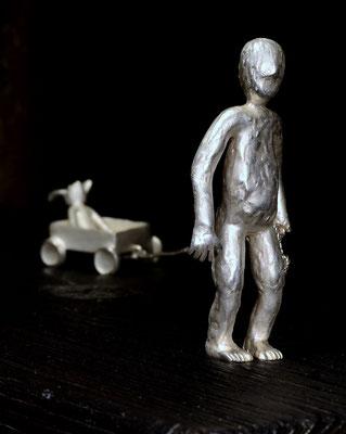 Skulptur a child's adventure von Holger Schulz Småland Sterlingsilber und Holz