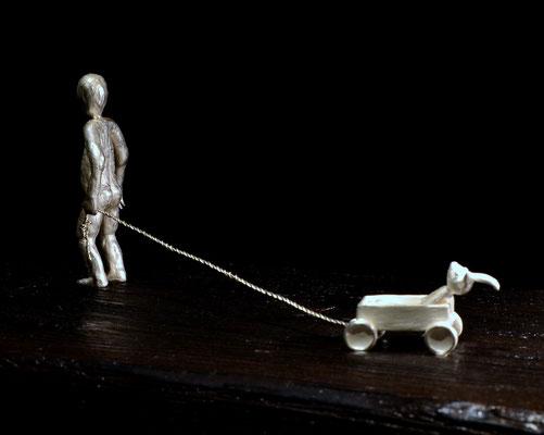 skulptur a child's adventure av konstnären Holger Schulz silvergjutning och trä