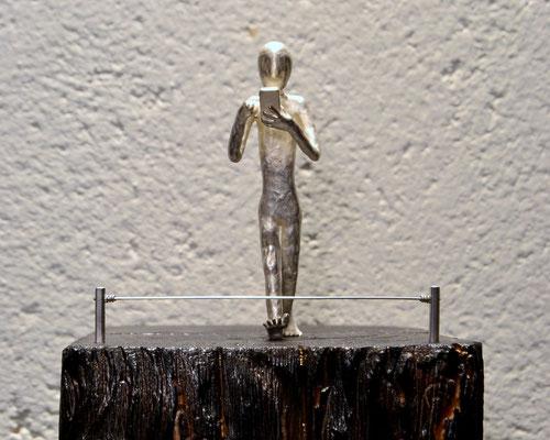 New Blindness Skulptur von Holger Schulz Småland Silberguss und Holz