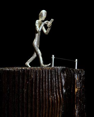 skulptur New Blindness av konstnären Holger Schulz sterling silver och trä