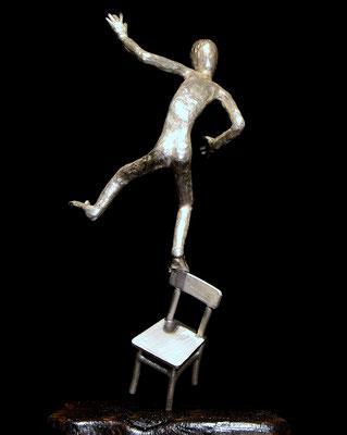 silver skulptur Balance av konstnären Holger Schulz Småland silver och trä