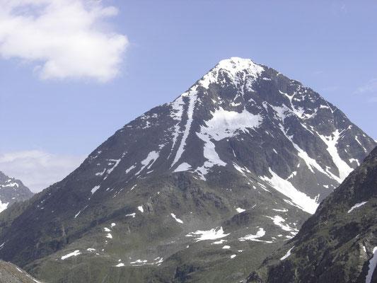 Der Schrankogel (auch der schwarze Berg genannt) in seiner ganzen Pracht