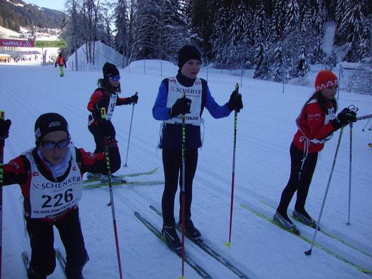 Aufstellen im Dunkel unter dem Obertilliacher Biathlonzentrum