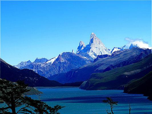 Blick über den Lago del Desierto zum majestätischen Fitz Roy
