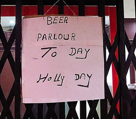 """Jeder 1. im Monat ist """"dry"""". Kein Alkoholausschank oder Verkauf an diesem Tag - soll verhindern, dass der Monatslohn sofort versoffen wird."""