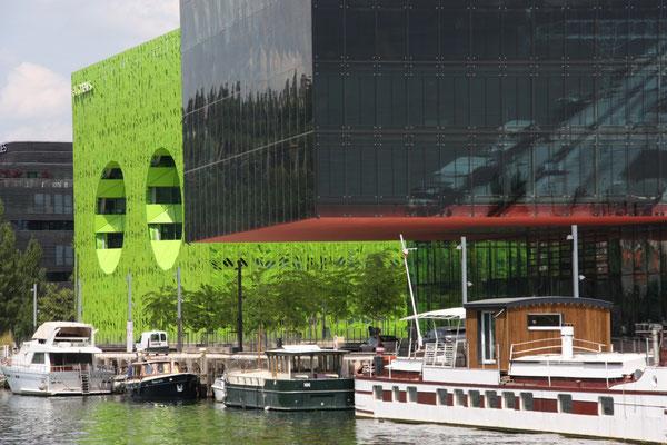 Moderne Bauten an der Mündung der Soane in die Rhone